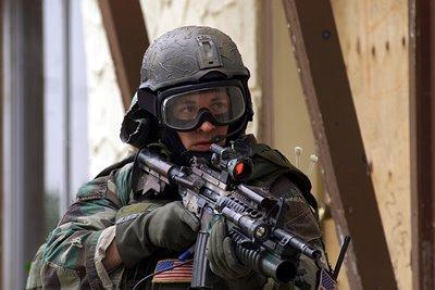 ゴーグル、ヘルメット、MP5