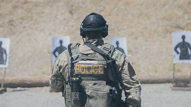 射撃訓練 警察