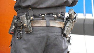 制服警官のホルスター