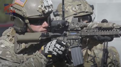 ホロサイトを装備する訓練中の海兵隊員