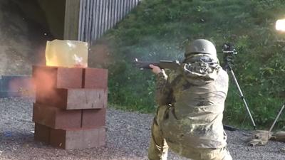 仮想人体のゼラチンにショットガンを撃つテスト